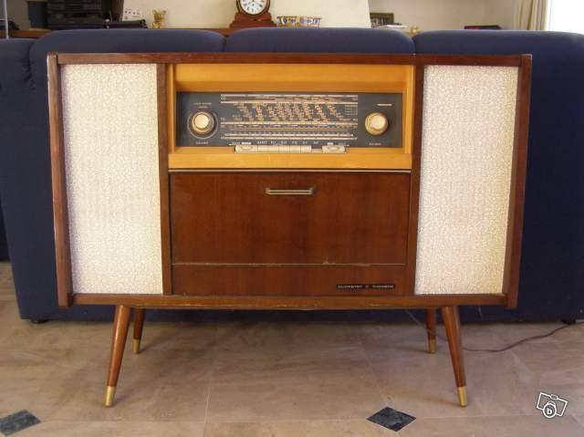 Meuble radio thomson ancienne a lampe for Comptoir du meuble delson