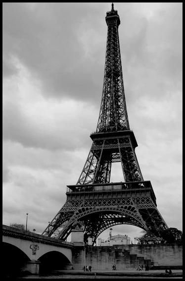 اصوات من الماضي.....باريس : الاخبار حول
