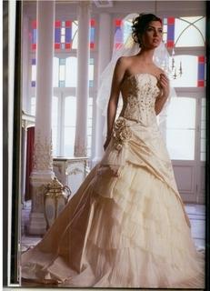 فساتين زفاف للعارضة توبا & لميس & 60b4b810.jpg