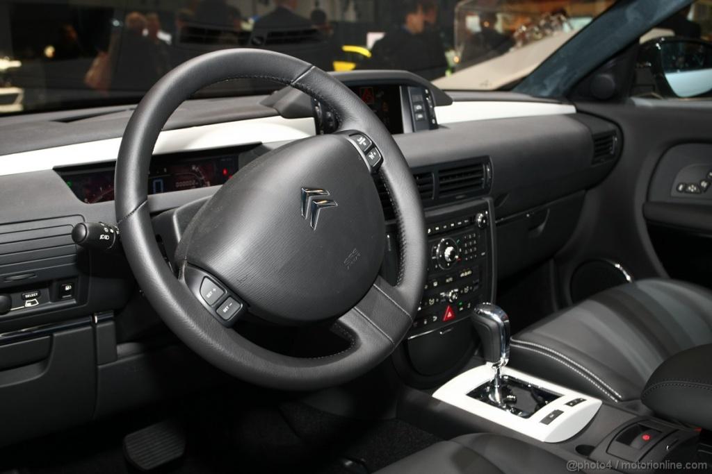 Salon de l'auto Genève 2011 - Citroën C6 Noir Et Blanc (4)