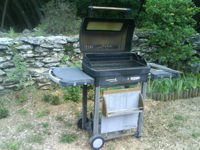vends barbecue grande taille. Black Bedroom Furniture Sets. Home Design Ideas