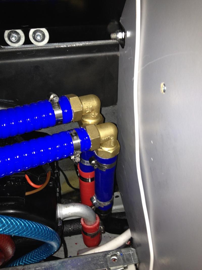eau chaude sur circuit moteur ou 220 v. Black Bedroom Furniture Sets. Home Design Ideas