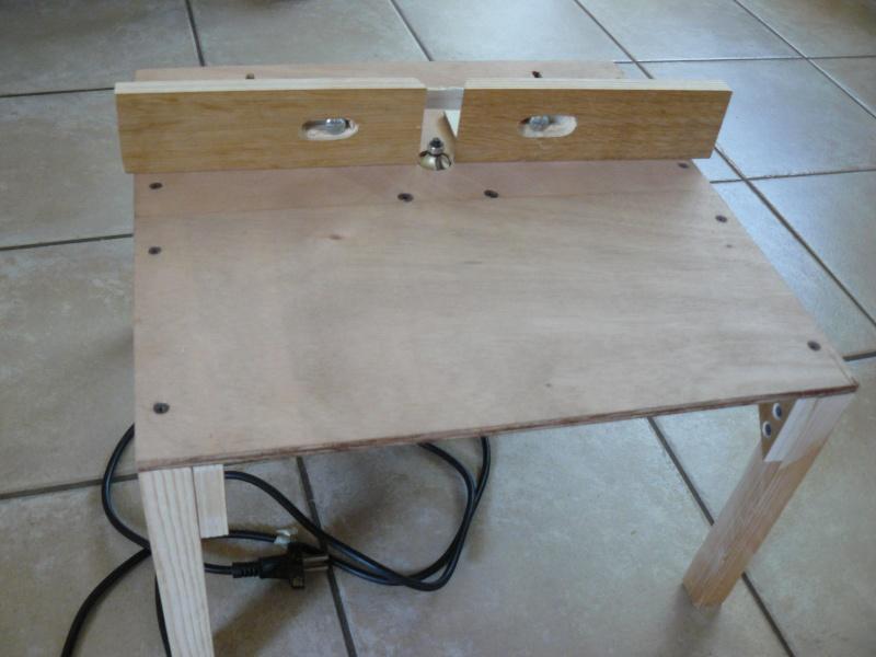 petite table de d foncage. Black Bedroom Furniture Sets. Home Design Ideas