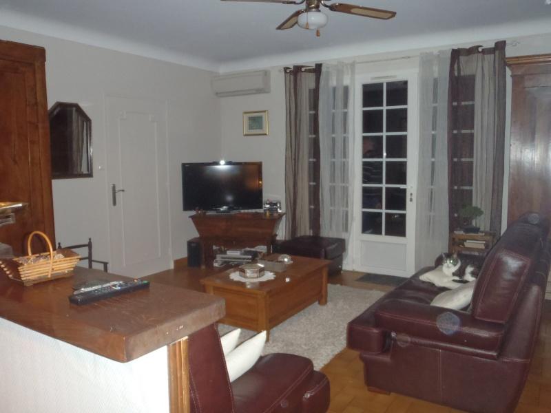 Couleur murs salon salle manger et meuble rustique ch ne for Peindre meuble en chene vernis