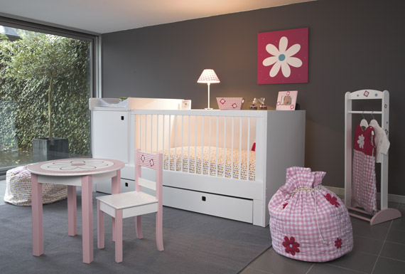 Chambre b b fille rose marron for Chambre rose pale et taupe