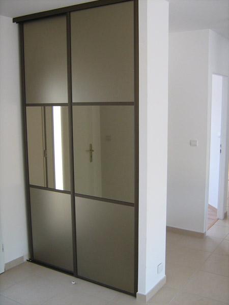comment faire des etageres dans un placard maison design. Black Bedroom Furniture Sets. Home Design Ideas