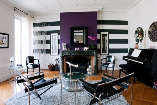 Photos de salon salle manger couleur violet for Deco salon noir blanc violet