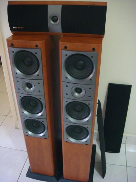 Pioneer Floorstanding Speaker And Center Speaker