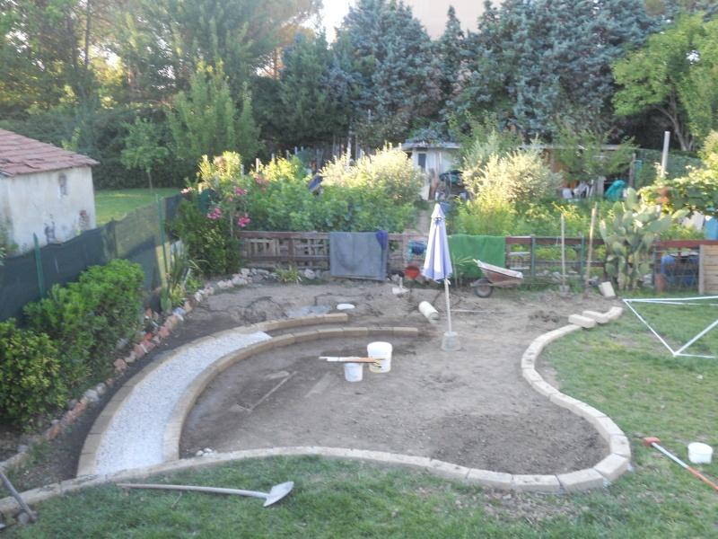 Costruzione del mio giardino for Cordoli per aiuole in tufo