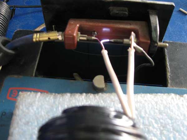 В статье дано описание тиристорных систем зажигания для автомобилей, где...